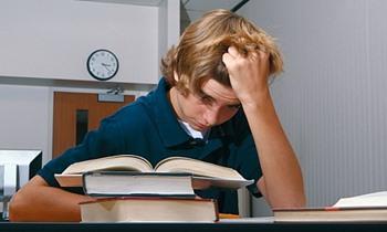عسر القراءة – طفل يقرأ بصعوبة بالغة – ملفت للاهتمام تربويا